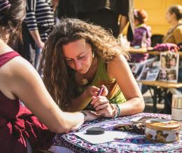 Pilsen Busking Fest 2018 se nezadržitelně blíží a kromě živého umění nabídne i pestrou nabídku výstav, kreativních zón a dílen!